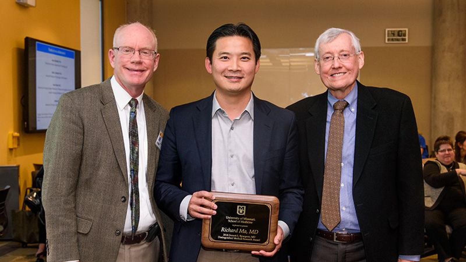 Dr. Ma receives Spurgeon Award at Health Sciences Research Day