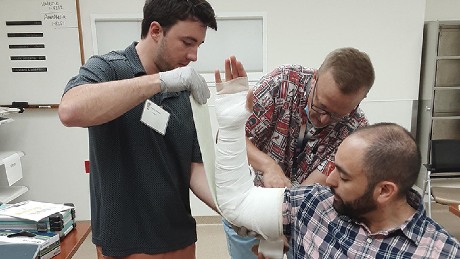 Casting for fractures of limbs simulation