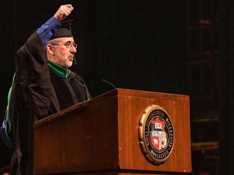 Dr. Joel Shenker gives the 2019 commencement speech.