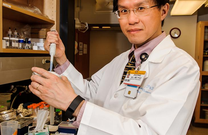 Photo of Dr. Gu in his lab.