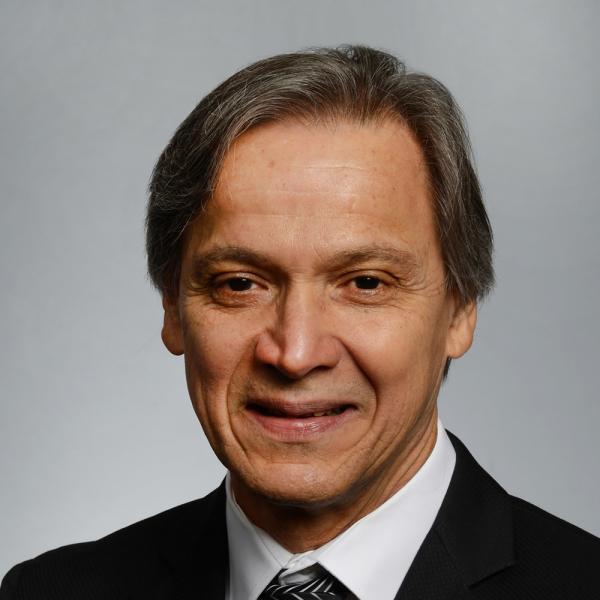 Photo of Eduardo Simoes.